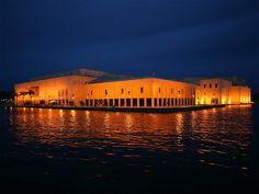 En esta imagen el Centro de Convenciones de Cartagena.