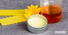 Heilsamen Honig-Lippenbalsam einfach selber machen Made from just four natural ingredients, you can make a wholesome lip balm with honey yourself, and vary the recipe [. Clean Beauty, Diy Beauty, Pottery Pots, Lip Gloss Colors, Lip Balm Recipes, Diy Shampoo, Pink Lipsticks, Natural Lips, Natural Cosmetics