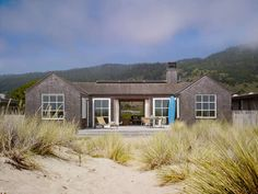 Welcome to Ideas of Stinson Beach House by Butler Armsden Architects article. In this post, you'll enjoy a picture of Stinson Beach House b. Beach Cottage Style, Beach House Decor, Exterior Tradicional, Stinson Beach, Casas Containers, Design Exterior, Exterior Paint, Dream Beach Houses, Traditional Exterior