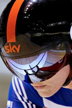Victoria Pendleton of Britain gets ready in the Women's Sprint heats at the 2012 Track Cycling World Championships in Melbourne on April (via Cycling - Photo Gallery - Yahoo! Track Cycling, Cycling Girls, Cycling Helmet, Pro Cycling, Victoria Pendleton, Divas, Trial Bike, Bike Pedals, Road Bikes