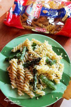 Retete de mancaruri: Paste cu brânză de capră, lămâie și asparagus (spa... http://retete-de-mancaruri.blogspot.ro/2014/04/paste-cu-branza-de-capra-lamaie-si.html