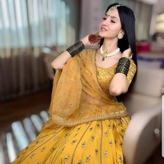Mehendi Outfits, Indian Bridal Outfits, Pakistani Bridal Wear, Indian Bridal Fashion, Indian Fashion Dresses, Dress Indian Style, Indian Designer Outfits, Pakistani Dresses, Bridal Lehenga Collection