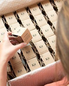 ✔Empresas, hoteles, tiendas, organizador@s de eventos...; si estáis buscando un detalle bonito, eco, original y muy especial, los Kits de Semillas son una muuuuy buena opción. ⠀⠀⠀ ✨Podemos personalizarlos con un diseño propio, con vuestro logo, y con el mensaje que queráis,... Consultar precios según cantidades. ⠀⠀⠀ #thisiskool #kitdesemillas #regalopersonalizado #regaloempresa