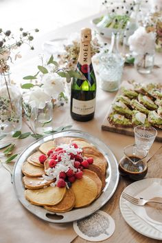 Take your holiday dinner parties up a notch with entertaining tips from top interior designers.
