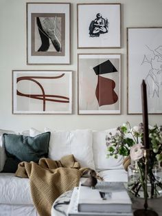 Gallery wall design doesn't have to be hard! With a little patience and these tips, you can create a gallery wall design without making a single wall hole! Inspiration Wand, Decoration Inspiration, Living Room Inspiration, Interior Inspiration, Inspiration Quotes, Creative Inspiration, Interior Ideas, Interior Colors, Spiritual Inspiration