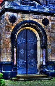 I have a thing for amazing doors, this is one of them <3