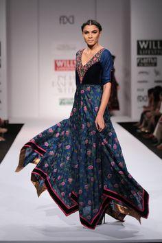 #wifw #fdci #wifwaw14 #wilfw #Pinnacle #ShrutiSancheti #midnightblue #floral #indian #gown #omg #whatashow #weheartit #runway #fashionweek