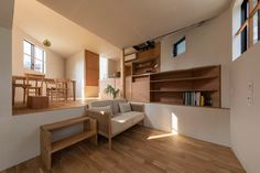 Tato Architects has completed House in Takatsuki, a three-storey Japanese house containing 16 split-level floors and no staircase. Indoor Outdoor Bathroom, Three Story House, Charred Wood, Wood Cladding, Concrete Steps, Terrazzo Flooring, Architect House, Japanese House, Japanese Style