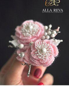 Felt Flowers, Crochet Flowers, Fabric Flowers, Crochet Brooch, Crochet Earrings, Knitting Projects, Crochet Projects, Swarovski Brooch, Fabric Brooch