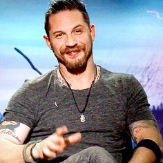 El británico Tom Hardy revela que le encantaría interpretar a James Bond y nos encanta la idea