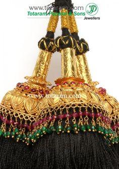 22 Karat Gold Jada Gantalu (Temple Jewellery) 22 Karat Gold Hair accessories It has 3 pieces, Attached. Jewelry Design Earrings, Hair Jewelry, Bridal Jewelry, Gold Jewelry, India Jewelry, Jewellery Designs, Gold Necklace, Gold Hair Accessories, Temple Jewellery