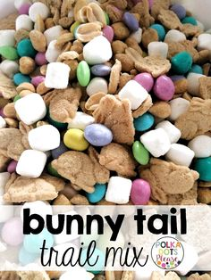 Hunt for Heroes and Easter Freebies Simple recipe for Bunny Tail Trail Mix makes a great teacher gift for Easter. Free gift tags too!Simple recipe for Bunny Tail Trail Mix makes a great teacher gift for Easter. Free gift tags too! Easter Snacks, Easter Treats, Easter Recipes, Easter Food, Easter Appetizers, Easter Candy, Easter Stuff, Desserts For Easter, Baking Desserts