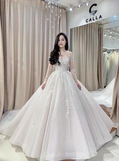 Modest Wedding Gowns, Elegant Wedding Dress, Dream Wedding Dresses, Royal Dresses, Ball Dresses, Ball Gowns, Pretty Dresses, Beautiful Dresses, Dream Wedding