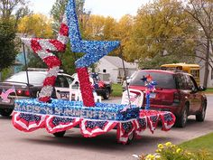 The official madison chamber float: july (summerfest) parade Christmas Float Ideas, Christmas Parade Floats, 4th Of July Parade, Fourth Of July, Homecoming Floats, Boat Parade, 4th Of July Decorations, Wedding Decorations, July Birthday