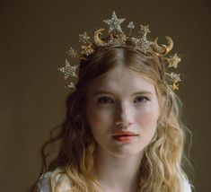 Phases Of The Moon Celestial wedding crown No. Crown Aesthetic, Aesthetic Girl, Alaaf You, 3 People Costumes, Diamonds In The Sky, Halloween Costumes For 3, Halloween 2020, Celestial Wedding, Headdress