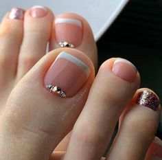 Whether it's a cute girly pink, a trendy color block stitching, or a hot metal color, you can be beautiful immediately in spring. Fall Toe Nails, Pretty Toe Nails, Cute Toe Nails, Acrylic Nail Designs Glitter, Cute Acrylic Nails, French Pedicure, Pedicure Nail Art, Pedicure Designs, Toe Nail Designs
