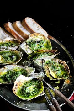 Green Butter Grilled Oysters don't these look great. Cooked Oysters are great and the flavoured butters take them to a new level. Fish Recipes, Seafood Recipes, Appetizer Recipes, Cooking Recipes, Healthy Recipes, Seafood Meals, Appetizers, Simple Recipes, Grilled Oysters