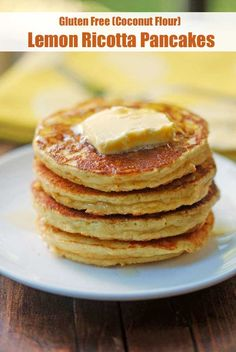 Keto Ricotta Pancakes Delicious and fluffy gluten free lemon ricotta pancakes are made with coconut flour and pleasantly flavored with vanilla and lemon. Gluten Free Diet Plan, Gluten Free Recipes, Gourmet Recipes, Dinner Recipes, Brunch Recipes, Keto Pancakes Coconut Flour, Lemon Ricotta Pancakes, Blueberry Pancakes, Almond Flour
