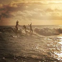 Party Wave in Tahiti