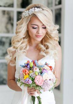 svadebnyye pricheski s diademoy (15)