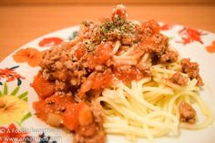 BEEFY TOMATO PASTA RECIPE - Pasta with a lot of meat is such a treat. A simple yet fulfilling pasta plate with less fat and more nutrients to keep our bodies strong and healthy at a budget.