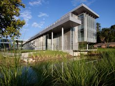 Carbon neutral Florida University building sits on a pond | Architecture And Design