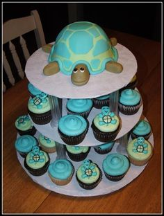 turtle cake and cupcake stand