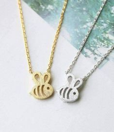 Initial Necklace/ Sideways Initial Necklace/ Monogram Necklace in Solid Gold/ Personalized Monogram Necklace/ Personalized Jewelry Dainty, minimalist design is the perfect foundation for a timeless jewelry piece. Diamond Bar Necklace, Bee Necklace, Monogram Necklace, Dainty Necklace, Girls Necklaces, Silver Necklaces, Everyday Necklace, Minimalist Jewelry, Personalized Jewelry