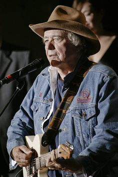 "Robert Joseph ""Bobby"" Bare is an American country music singer and songwriter. He is the father of Bobby Bare, Jr., also a musician. Old Country Music, Outlaw Country, Country Music Quotes, Country Music Stars, Country Men, Country Songs, Country Hits, American Country, Male Country Artists"