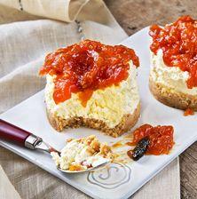 Η Ελληνική εκδοχή του τσιζκέϊκ με ωραία φρέσκα αρωματικά τυριά όπως ο ανθότυρος κι η ξινομυζήθρα και μαρμελάδα από κατακόκκινες καλοκαιρινές ντομάτες