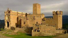 """(ESPAÑA) """"El castillo de Javier"""" - Navarra, está situado en una loma de la localidad de *Javier, en Navarra, a 52 km al este de Pamplona, capital y 7 km al este de Sangüesa. Data del siglo X. En este castillo nació y vivió San Francisco Javier, hijo de los Señores de Javier, y de aquí tomó su apellido. Es lugar de peregrinación, especialmente a principios de marzo, en las llamadas Javieradas.."""