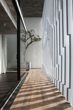 House / AHL architects associates Natural Neutrals Modern Minimalist Home Contemporary Design Patio Interior, Interior And Exterior, Modern Interior Design, Contemporary Design, Nordic Interior, French Interior, Architecture Design, Architecture Interiors, Modern Minimalist