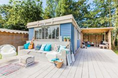 Een patio of ander buitengedeelte van STOERbuiten Lodges Den Osse Mobile Home Renovations, Remodeling Mobile Homes, Home Remodeling, Bathroom Remodeling, Mobile Home Roof, New Mobile Homes, Ibiza, Mobile Home Bathrooms, Caravan Home