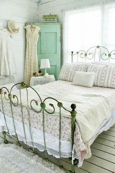 Vintage Kleiderschrank ist perfekt für einen schäbigen Chic Schlafzimmer