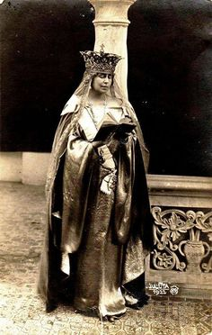 Queen Marie of Romania. Regina Maria a României. Queen Victoria Crown, Maud Of Wales, Romanian Royal Family, Queen Mary, Royal Jewels, Kaiser, Pictures To Paint, World Cultures, Vintage Photographs