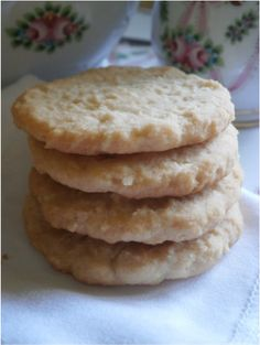 SUPER-EASY Coconut Shortbread Cookies - GLUTEN-FREE, VEGAN, AIP http://www.thenutritionwarrior.net/shortbread-landing-page.html