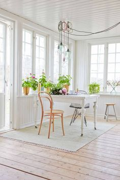 There is unity because everything relates to the dining room. Variety because there are more than two types of things In the room like a table chairs flowers and like a lamp. Beach Cottage Style, White Cottage, French Cottage, House Doctor, Scandinavian Home, Cottage Homes, Dining Room Design, Colorful Interiors, Interior Inspiration