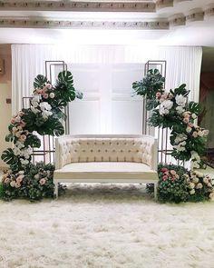 Desi Wedding Decor, Indian Wedding Receptions, Simple Wedding Decorations, Wedding Wall, Wedding Ideas, Table Decorations, Wedding Backdrop Design, Wedding Reception Backdrop, Wedding Mandap