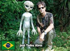 Artista plástico mineiro expõe sua experiência de convívio com seres extraterrestres A incrível experiência de José Tadeu Alves foi mostrada no programa Fantástico, da Rede Globo, e no Fórum Mundial de Contatados ele descreverá como sua vida mudou após a abdução  José Tadeu Alves estará no IV Fórum Mundial de Contatados   Leia mais: http://ufo.com.br/noticias/artista-plastico-mineiro-expoe-sua-experiencia-de-convivio-com-seres-extraterrestres  CRÉDITO: REVISTA UFO  #UFO #Contatados #Art