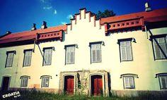Complex of Jelačić Curia Nova Built In Storage, Four Square, Castle, Visit Croatia, Mansions, Park, House Styles, Building, Nova