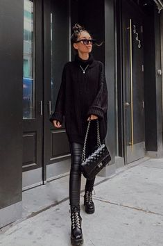 All black outfit - Outfits ta Winter Boots Outfits, Casual Winter Outfits, Cool Outfits, Fashion Outfits, Trendy Black Outfits, Combat Boot Outfits, Black Boots Outfit, Black Sweater Outfit, Black Winter Boots