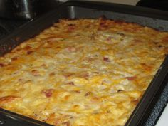 Cheesy Hashbrown Casserole with Ham 4 cups of frozen hashbrown potatoes 2 cups mild cheddar cheese cup milk stick of butter 1 cup of diced ham or cooked bacon (deli meat works fine) mix together then place in a well butter baking dish and Diced Ham Recipes, Frozen Hashbrown Recipes, Frozen Hashbrowns, Potato Recipes, Ham And Hashbrown Casserole, Hash Brown Casserole, Casserole Recipes, Breakfast Casserole, Breakfast Burritos