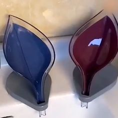 Great idea and beautiful - 💦🧼🧽 Water can flow directly from the diversion opening into the sink and keep the soap dry and evenly in place. Cleaning Bathroom Tiles, Bathroom Gadgets, House Cleaning Tips, Cleaning Hacks, Decorative Soaps, Soap Holder, Home Gadgets, Diy Home Decor, Tv Decor