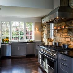 To add more rustic charm to your country style kitchen design, why not add a rustic stone backsplash? 😍 Get more inspiration on our blog:  😊  📷 Aidan Design ... #kitchensofinstagram #kitchensofinsta #kitchensofig #interiordesign #hgtv #diy #kitchendesign #kitcheninspo #kitcheninspiration #kitchenremodel #kitchen #kitchenrenovation #kitchenreno #realestate #luxury #luxuryhomes #kitchentransformation #kitchentrends
