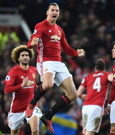 Zlatan Ibrahimovic headed in with almost five minutes remaining to pull Manchester United level in dramatic fashion I Am Zlatan, Man Utd Fc, Manchester United Football, Soccer Tips, Sports Stars, Man United, Football Boots, Cristiano Ronaldo, Sport Fashion