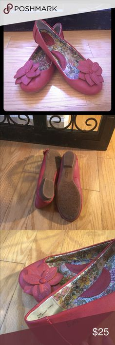 👠NEW BORN CONCEPTS FLATS What a great shoe. NEW WITHOUT BOX. Embellished Red leather Roses adorn the tip of the shoe. True to size. Small little rubber heel. NOTE: NO shoebox. Born Shoes Flats & Loafers