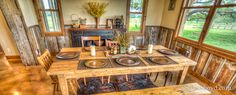 Rustic Dining Room - love all the beautiful wood and its cozy charm. Texas Ranch Homes, Ranch Style Homes, Table Settings, Dining Room, Rustic, Wood, Interior, Kitchens, House