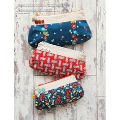 Cute, curvy zipper pouches are helpful for storing beauty products, school supplies, or other small items.from Retro mama scrap happy sewingWhat to Make with Scrap Fabric: Retro Mama Sewing Art, Sewing Crafts, Sewing Projects, Fabric Bags, Fabric Scraps, Bag Patterns To Sew, Sewing Patterns, Handmade Fabric Purses, Drawstring Bag Diy