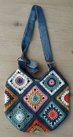 Terrific Photo Crochet Bag granny square Tips Ravelry: Boho Granny Square Bag von annekemie, Mode Crochet, Crochet Tote, Crochet Handbags, Crochet Purses, Crochet Granny, Knit Crochet, Ravelry Crochet, Crochet Squares, Crochet Summer