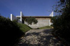 Image 7 of 29 from gallery of Villa Vista / Shigeru Ban Architects. Photograph by Hiroyuki Hirai